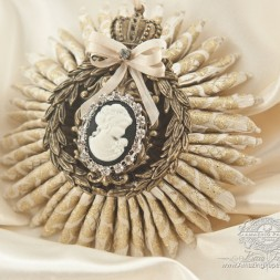 Gift Making Ideas by Becca Feeken using A Gilded Life Crowned Medallion Bronze by Spellbinders - www.amazingpapergrace.com