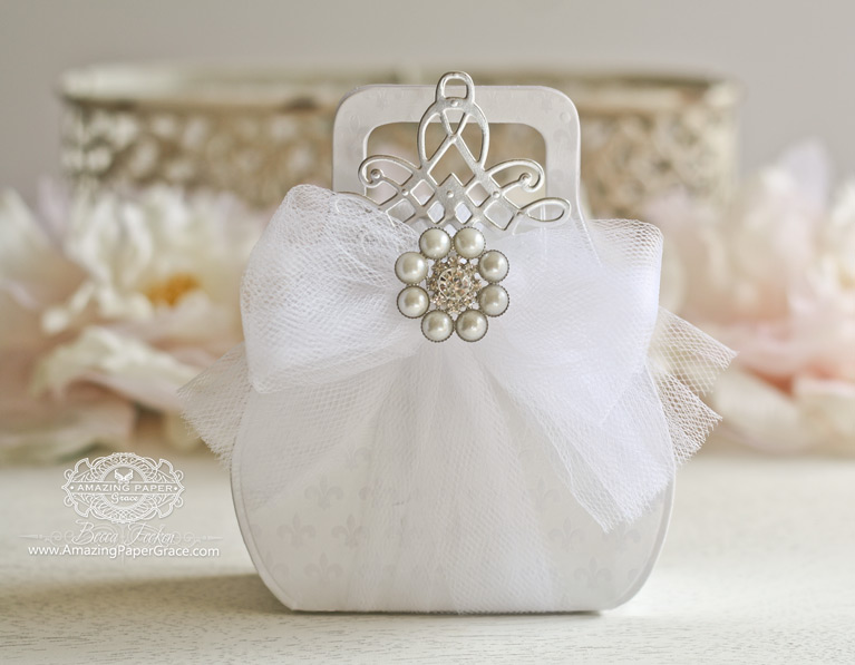 Favorably Simple Gift Bag - New Amazing Paper Grace die at Spellbinders - www.amazingpapergrace.com